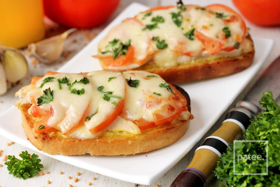 buterbrod s kuricej i pomidorami