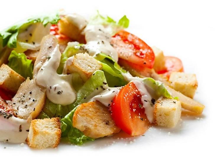 salat cezar s kuricej